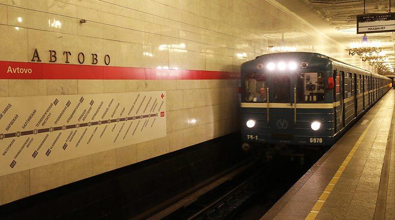 После судов — метро: «минеры» пытаются повлиять на работу петербургской подземки