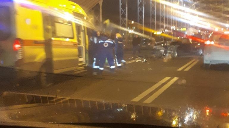 В массовом ДТП на Большеохтинском пострадали четыре человека