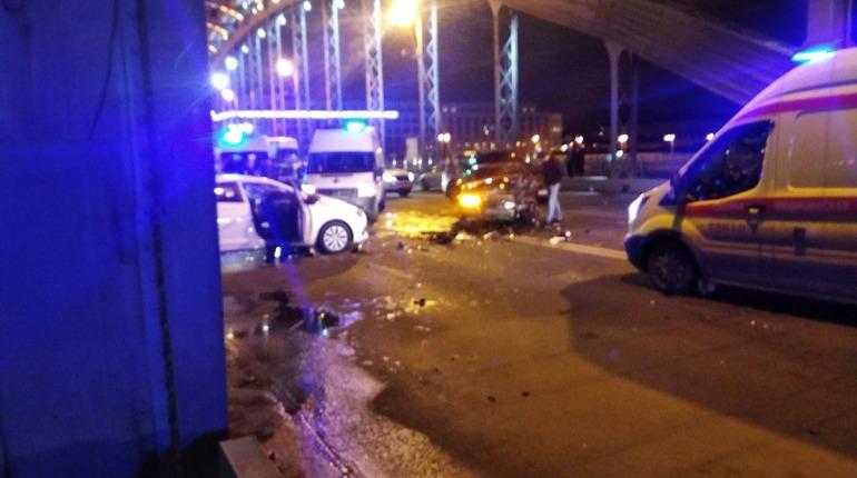 Массовое ДТП перекрыло три полосы на Большеохтинском мосту