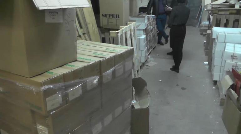 Полиция изъяла в Петербурге контрафактную мебель. Фото: ГУ МВД по Петербургу и Ленобласти
