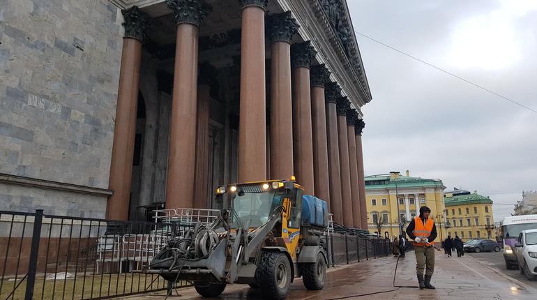 Дорожники в Петербурге начали мыть улицы. Фото: gov.spb.ru