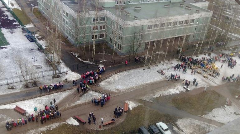 70b08be5283 В Петербурге начались массовые эвакуации школ и больниц