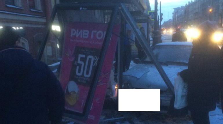 ДТП на Невском, 151. Фото: vk.com/spb_today