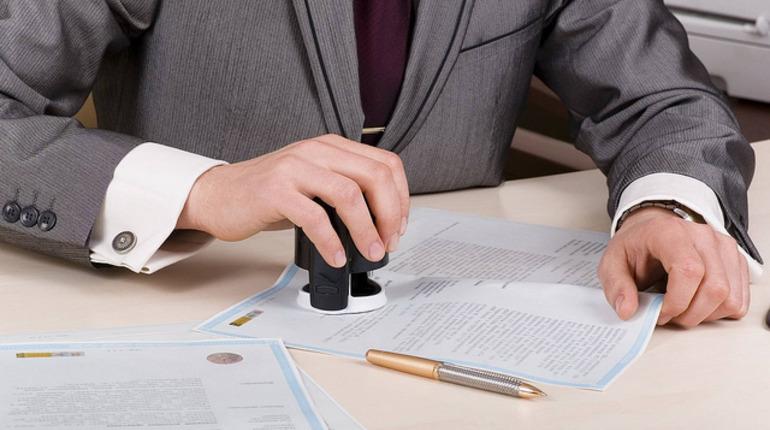 Нотариусов планируют подключить к борьбе против отмывания денег через сделки. Фото: flickr.com