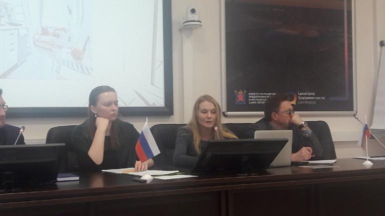 Дарья Ковалевская (в центре) об опасностях завона Хованской для Петербурга. Фото: Мойка78