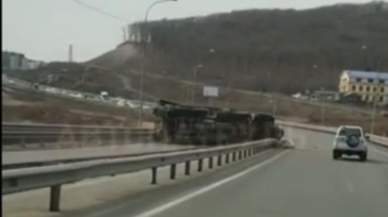 Появилось видео с места ДТП с «Панцирем-С1» во Владивостоке