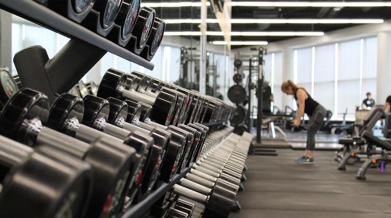 Шкафчики бизнесменов обчистили в фитнес-клубе на Ефимова