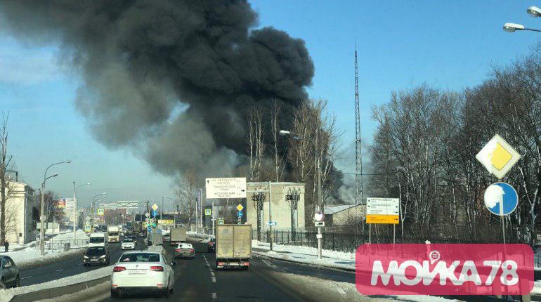 Пожар на Митрофаньевском шоссе. Фото: Мойка78