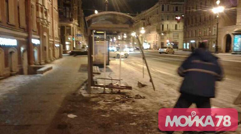 Остановку ремонтируют после ДТП на Невском проспекте. Фото: Мойка78