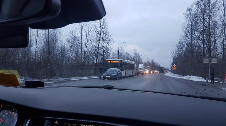 ДТП с автобусом в Металлострое парализовало движение в сторону Петербурга