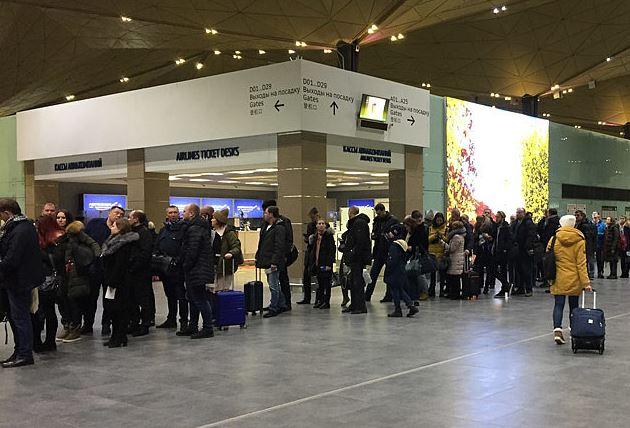 Более 100 туристов не могут улететь из Петербурга в Хайнань