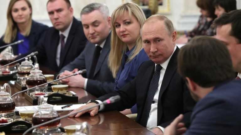 Владимир Путин и Евгения Аблец (слева) на встрече в Сочи. Фото: kremlin.ru
