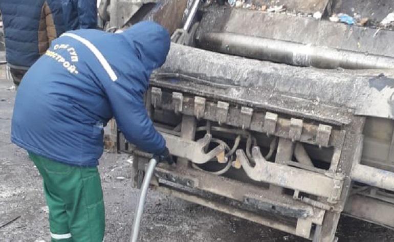 В мусорном контейнере в Невском районе обнаружена ртуть. Фото: Baltphoto/Владислав Галушко.
