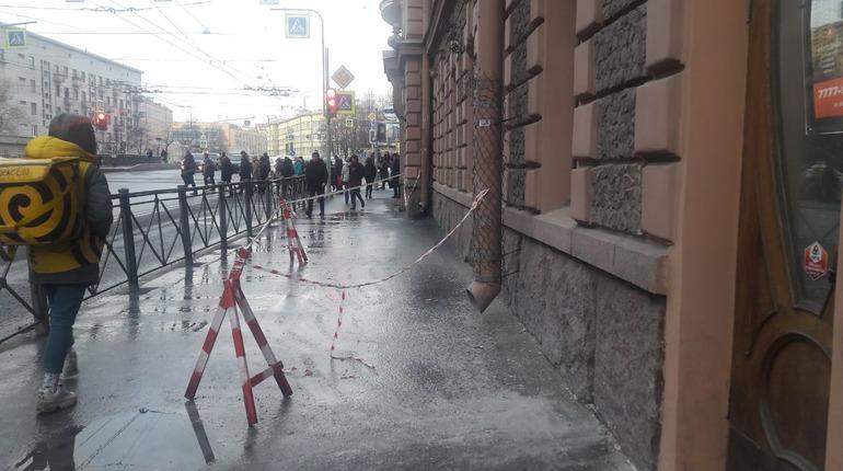 Фото: Обрушение штукатурки в доме Барановской. Фото: Мойка78