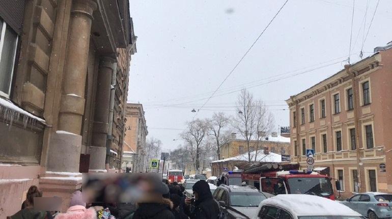 Эвакуация из школы № 272. Фото: vk.com/spb_today