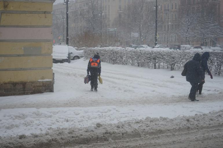 Александр Дрозденко пытается бороться с плохой погодой