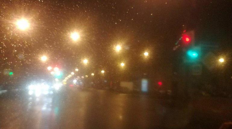 Светофор на Фонтанке потерял ориентацию в пространстве. Фото: