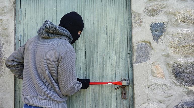 Петербуржец в одиночку обезвредил домушников и удерживал до приезда полиции