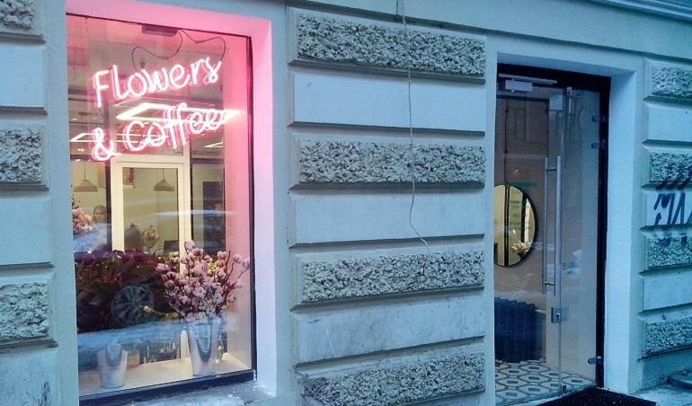 Первый цветочный магазин на барной улице Фото: Улица Рубинштейна и Владимирский МО, Петербург