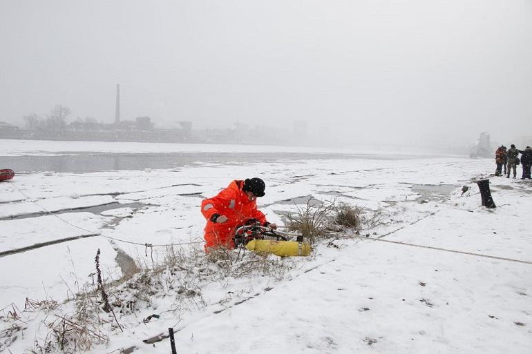 На Неве приостановили поиск тела утонувшего школьника