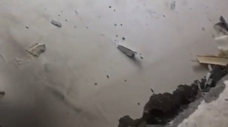 Рухнувшая стена на Гражданском проспекте. Фото: кадр видео