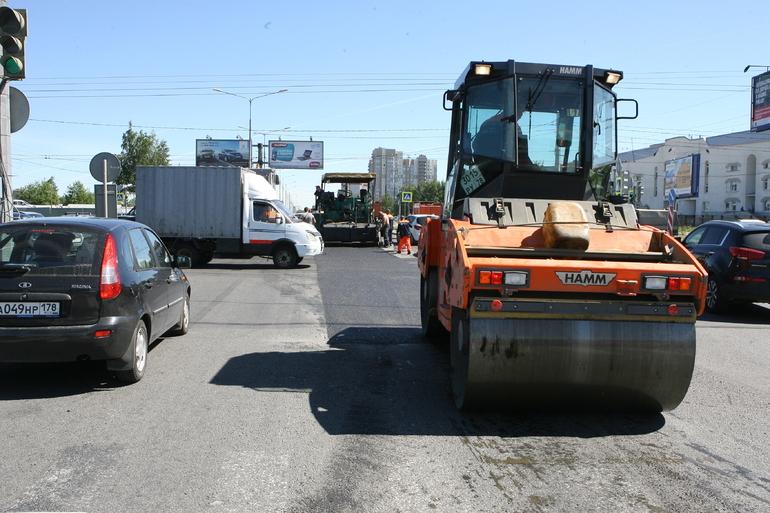 Смольный может перейти на трехлетние контракты с подрядчиками по ремонту дорог