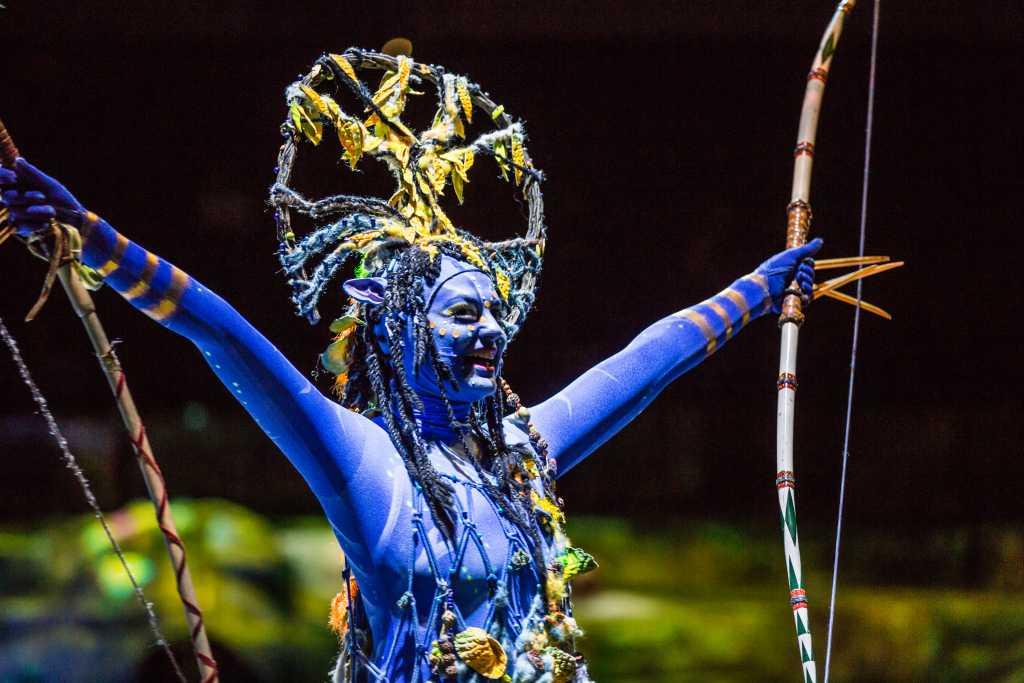 Cirque du Soleil везет в Петербург шоу про синих человечков