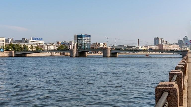 В пятницу перестанут разводить мосты на рукавах Невы