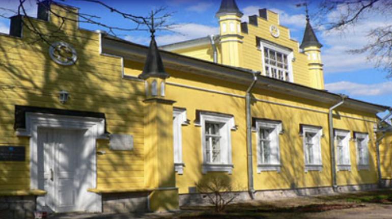 На территории музея-усадьбы Рериха в Ленобласти сгорело старинное здание
