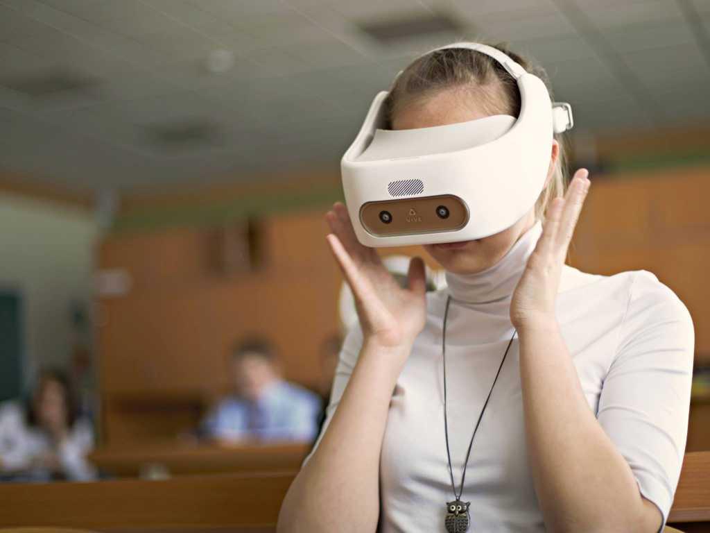 Школьники готовятся к сдаче ЕГЭ в VR-очках
