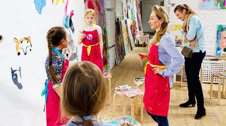 Известная художница научит рисовать пациентов детской больницы в Колпино