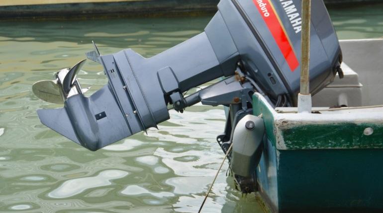 Злоумышленник похитил лодочный мотор за 220 тысяч с автостоянки в Войсковицах