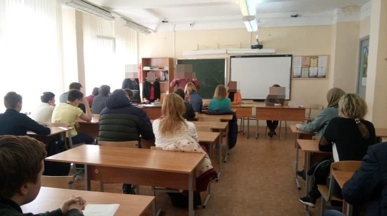 В Петербурге угрожавшего убить учеников трудовика отстранили