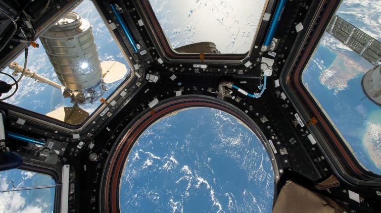 Туристы подписали контракт для полёта на МКС