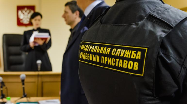 Из-за долгов на 40 млрд 62 тысячи петербуржцев не могут поехать за границу