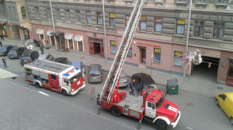 Пожарные у дома Брискорна. Фото: vk.com/spb_today