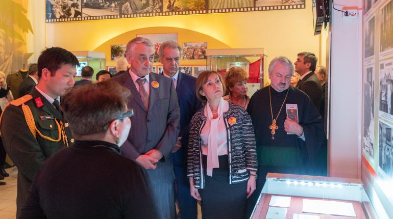 В Петербурге открылась выставка о советских врачах о Вьетнаме