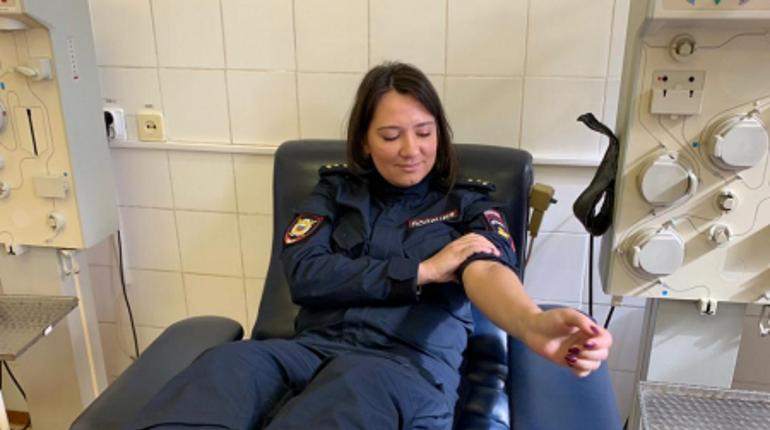 Петербургские полицейские поделились своей кровью