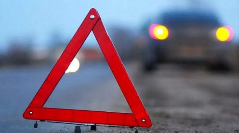 В Петергофе водитель «ВАЗа» протаранил грузовик и попал в больницу