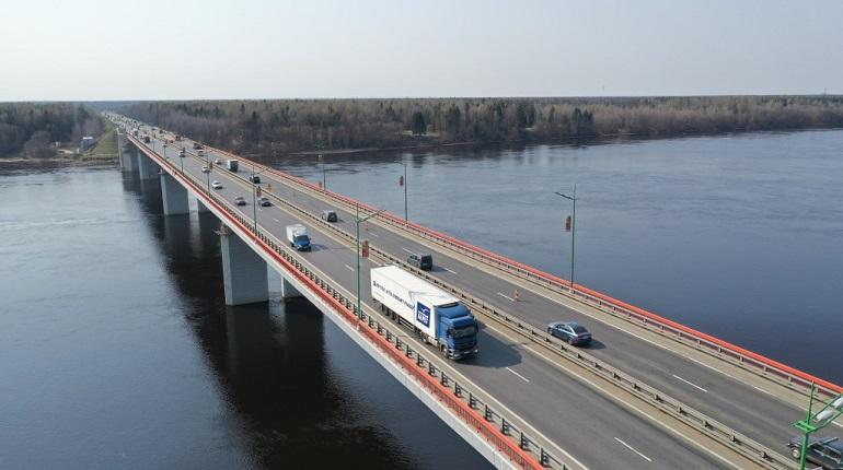 На Ладожском мосту две ночи будут перекрывать одну полосу