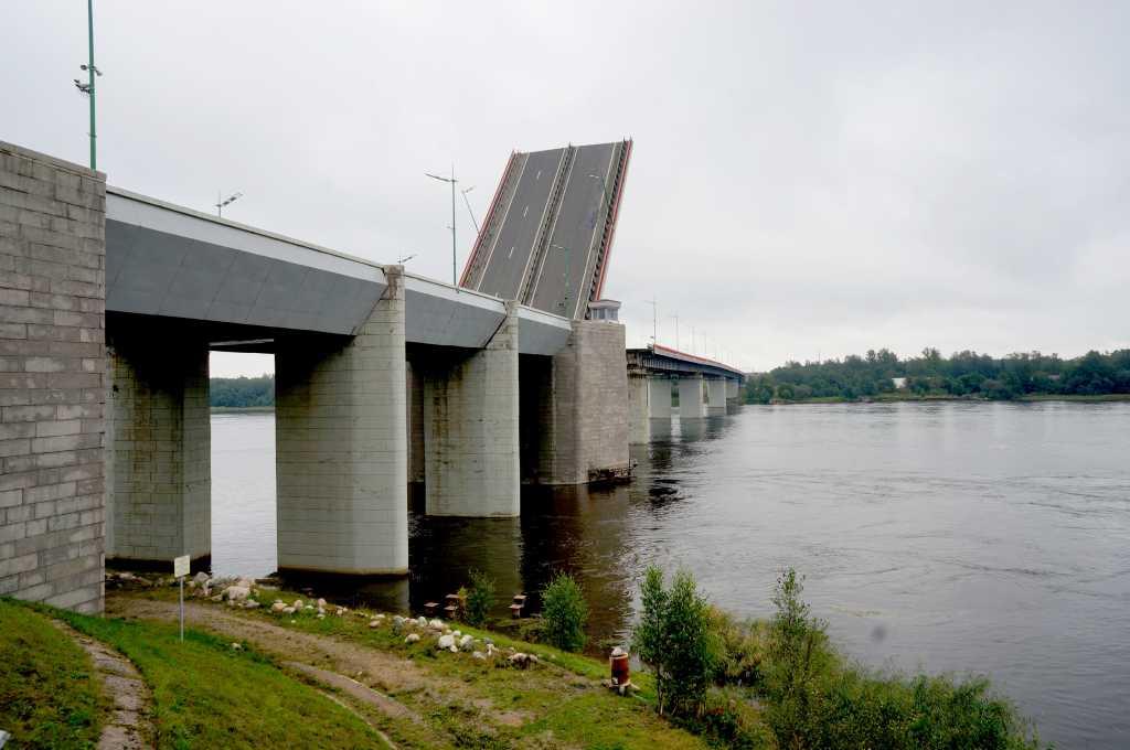 Разводку Ладожского моста отложили до 20 мая