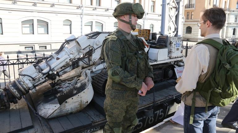 Джихад-мобили и танк: в Петербурге показали трофейное вооружение из Сирии