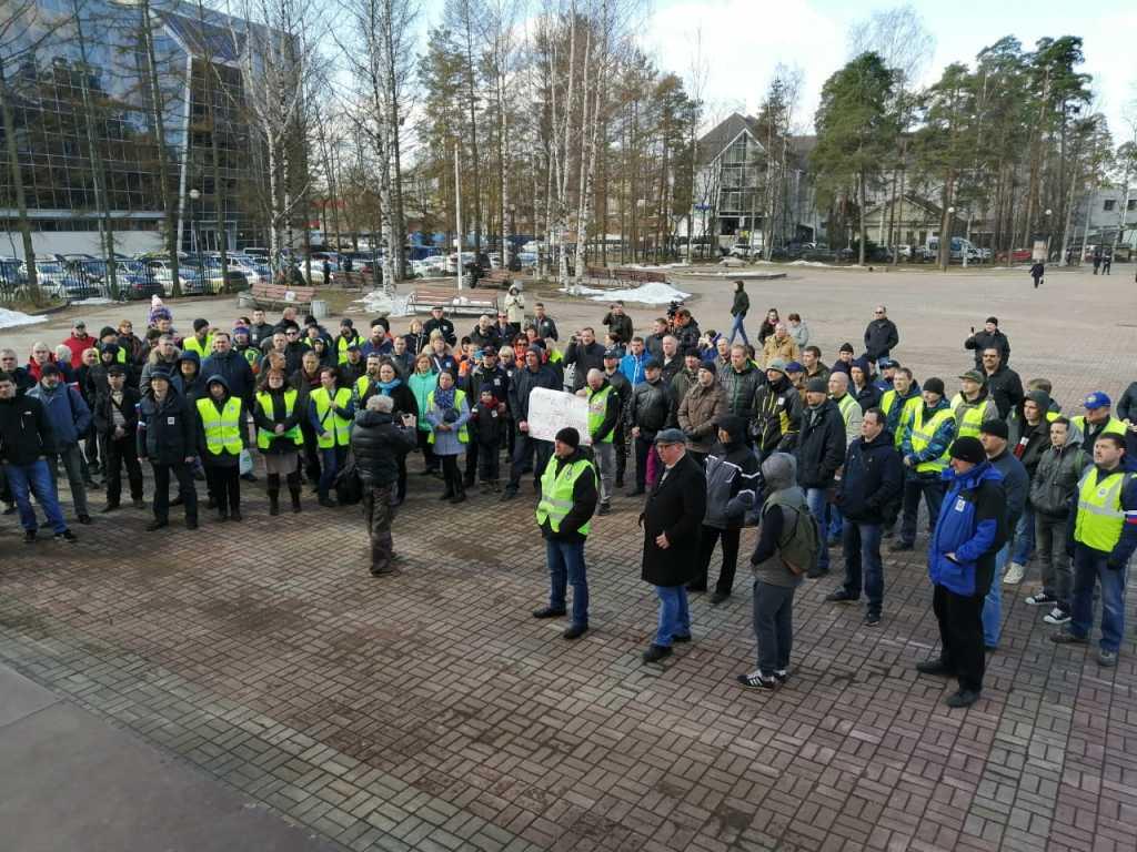 митинг работников завода Ford во Всеволожске 12 апреля. Фото: Профсоюз МПРА