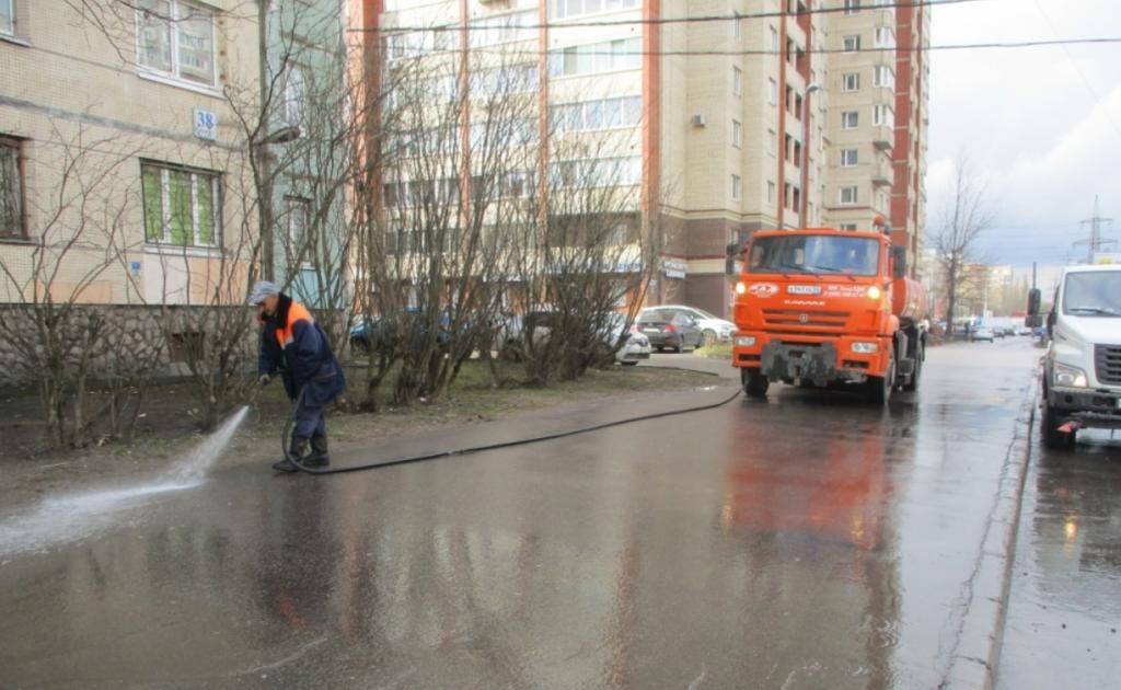 Дорожники отмыли 965 улиц Петербурга