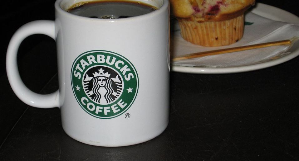 Приятеля Казаченко Тишкина заподозрили в похищении кружки Starbucks