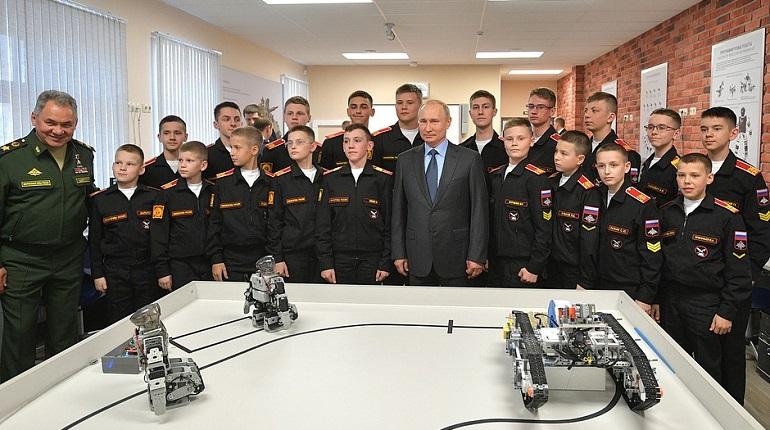 Путин в Суворовском училище. Фото: kremlin.ru