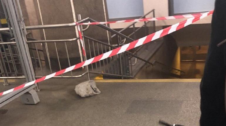 Бесхозный мешок закрыл «Петроградскую»