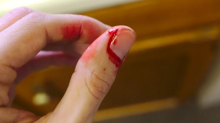 Школьница на Двинской напала с ножом на несовершеннолетнего