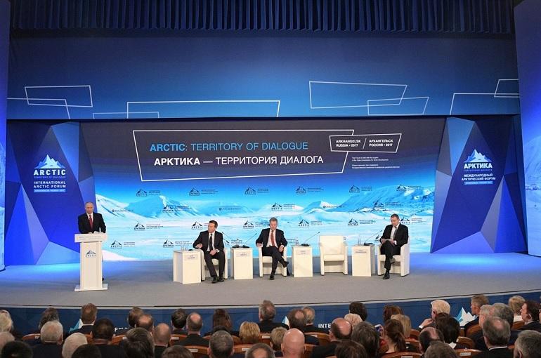 Роботы и тест-драйв на вездеходе: чем Петербург удивит на Арктическом форуме