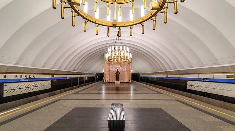 Драка в вагоне метро Петербурга заставила пассажиров нажать кнопку тревоги